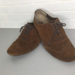 - G.H. Bass & Co brown suede lace flat SZ 10…